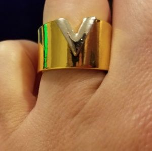 Jewelry - Matching V rings that coordinate w/items listed